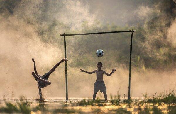 Fodboldens udvikling gennem tiderne
